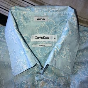 CALVIN KLEIN Blue paisley button down shirt. MED